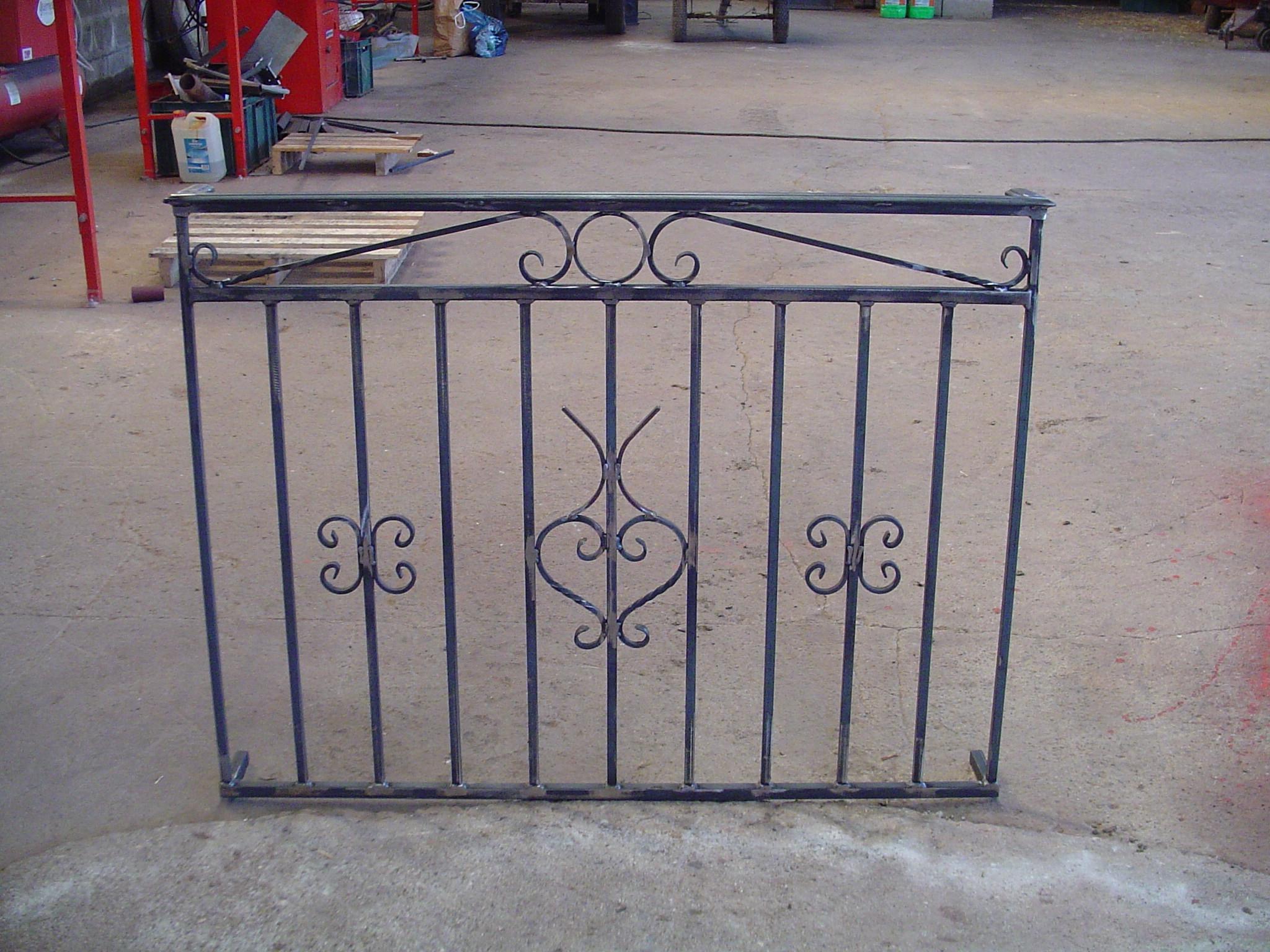 Inspirez vous de la rampe ou du garde corps en fer forg d for Fenetre 200x100