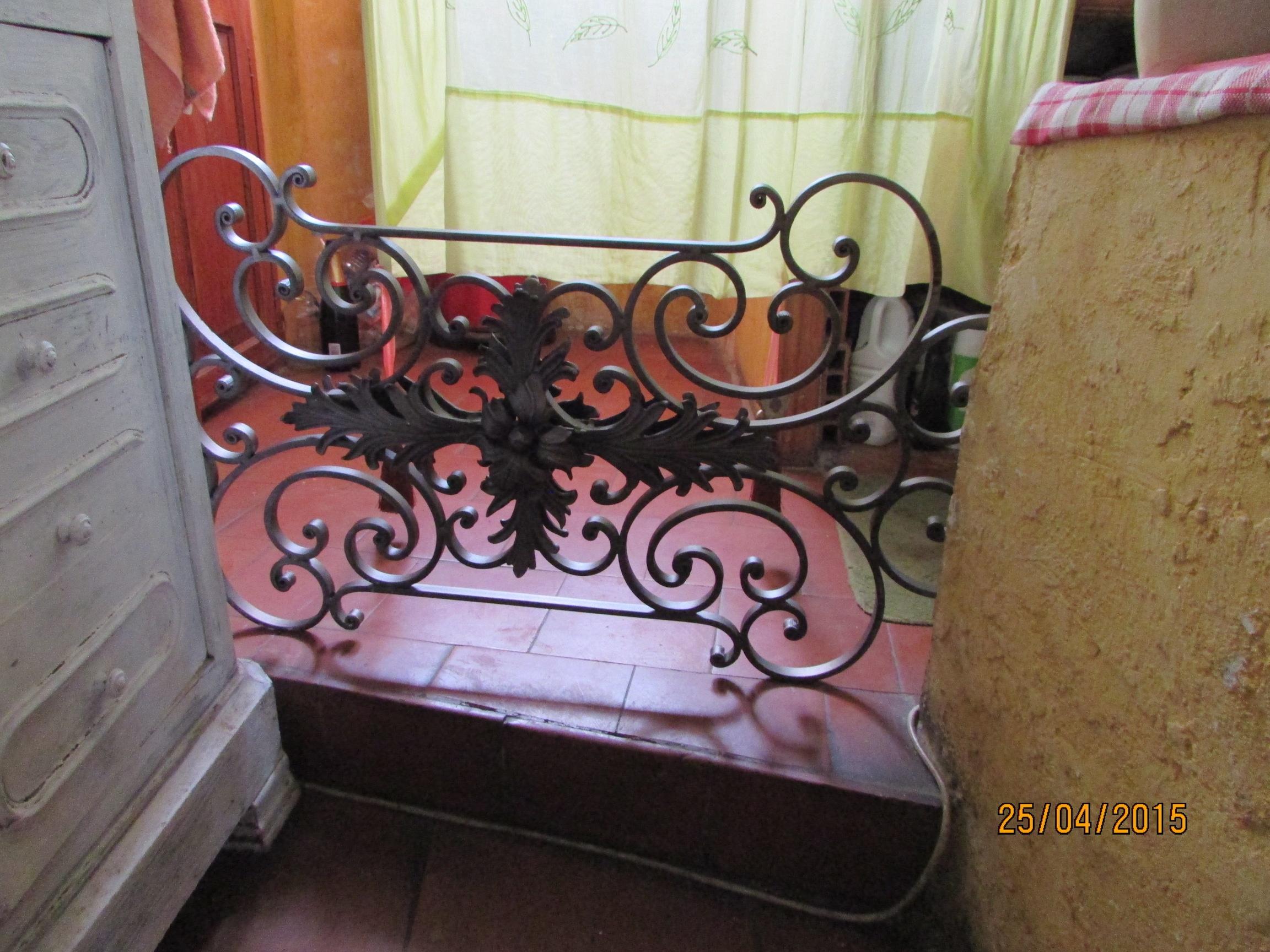sparation en fer forg interieur rampe duescalier en fer forg with sparation en fer forg. Black Bedroom Furniture Sets. Home Design Ideas