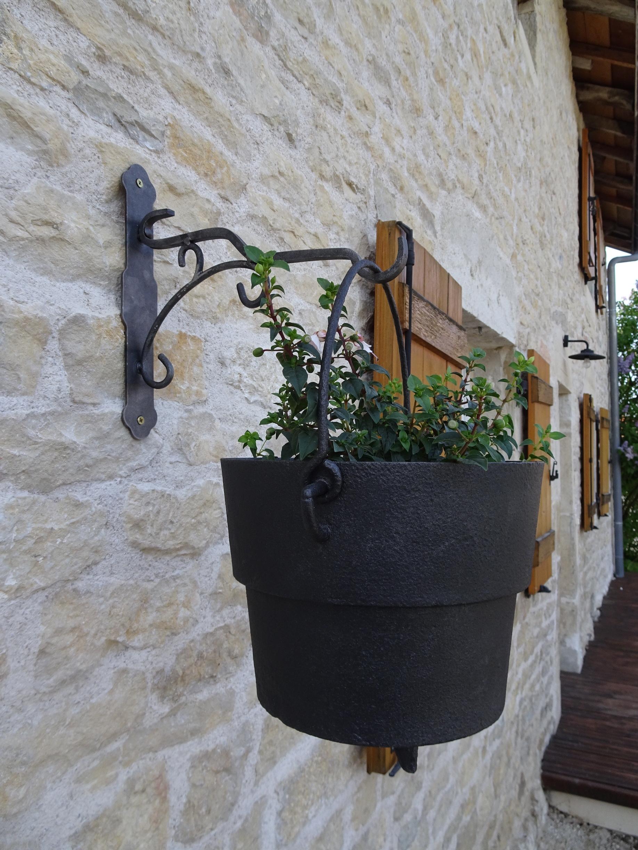 Support potence fer forgé pour pots de fleurs  et livraison en région Doubs