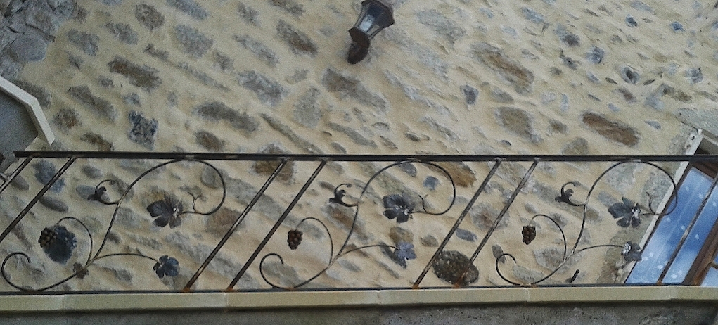 Création et fabrication complète par notre client d'une rampe d'escalier intérieur . Réalisation à partir de notre gamme de pièces détachées. Localisation Puy de Dôme
