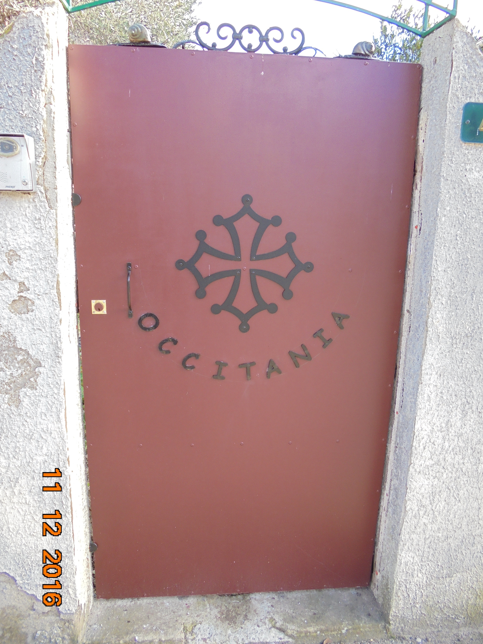 A la demande de notre client nous avons fabriqué sur mesure une croix occitane et le lettrage avec livraison en région Hérault