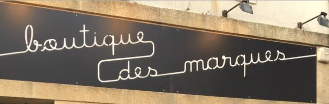 Création d'une enseigne matière inox pour la boutique des marques à Miramas - Longueur 5000 x 900 mm