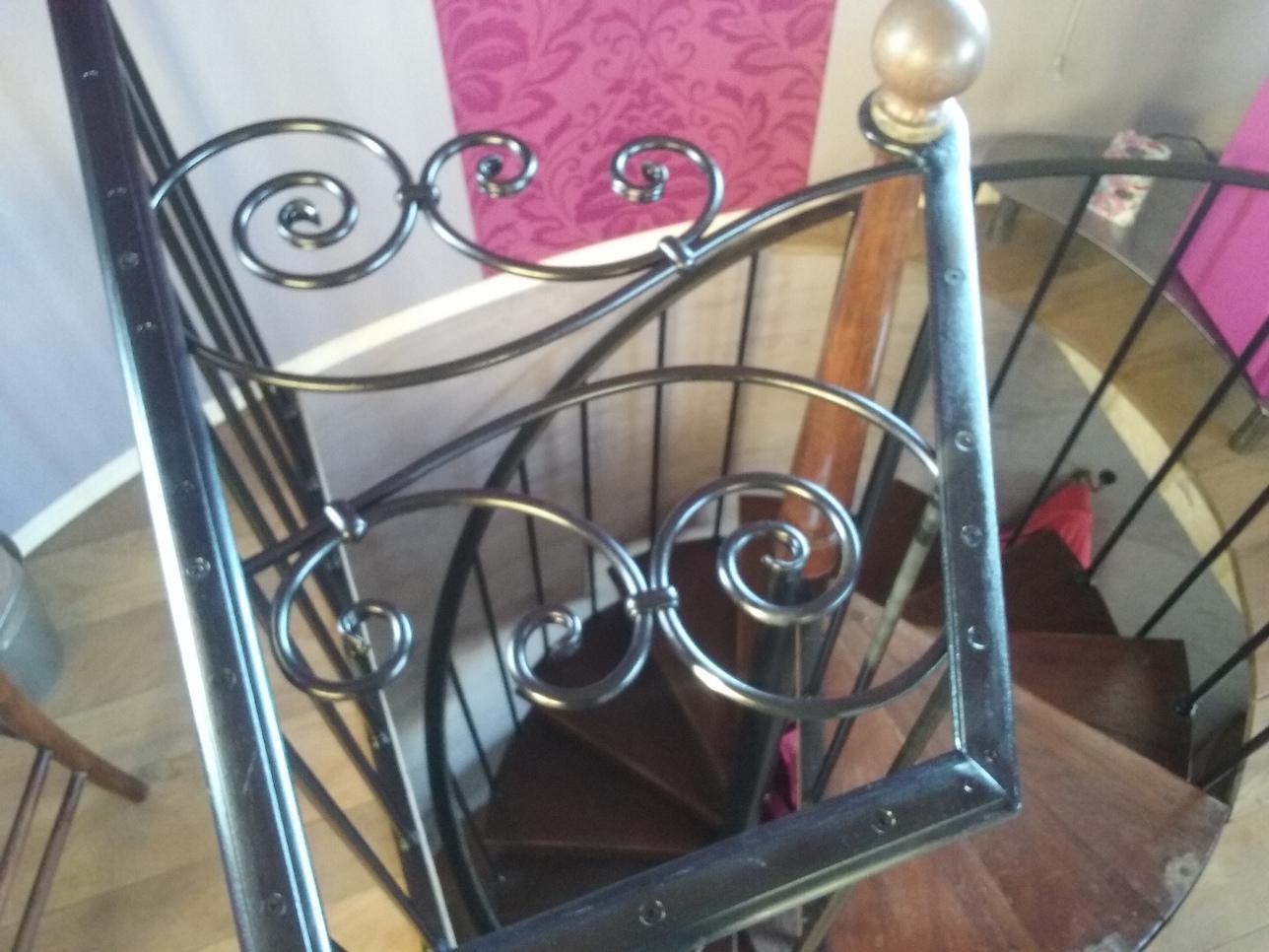 Protection d'escalier réalisé par notre client à partir de notre gamme de pièces détachées - Localisation Isère