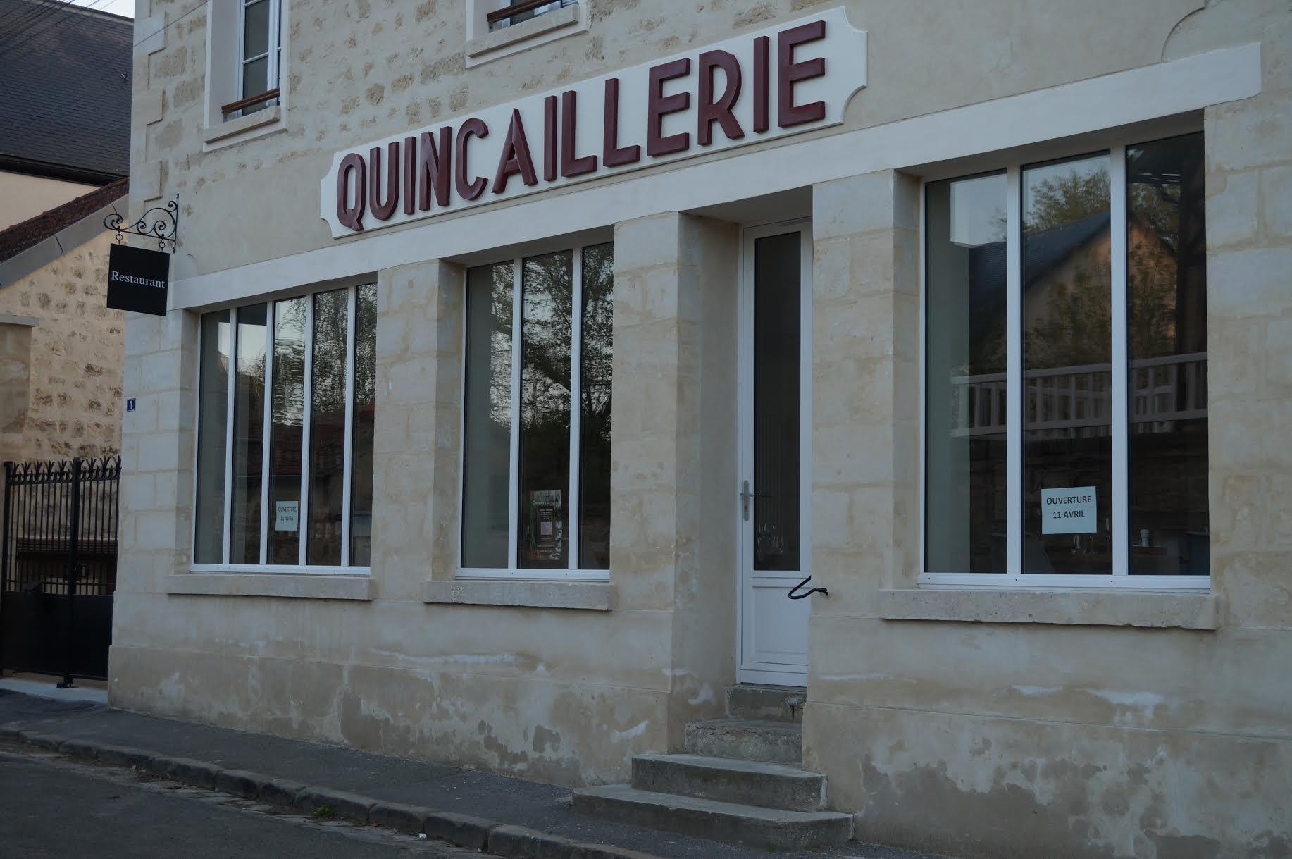 Réalisation d'une enseigne avec porte enseigne fer forgé pour notre client restaurateur - Localisation Ile de France