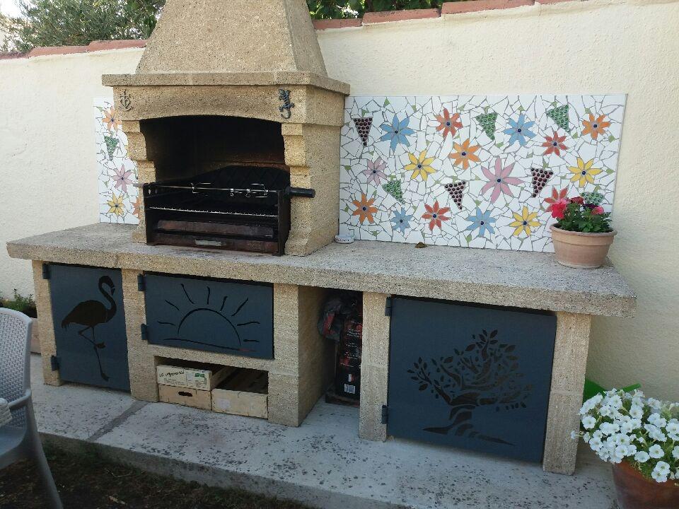 A la demande de notre client nous avons fabriqué sur mesure une série de plaques acier avec décors personnalisés - Localisation Provence