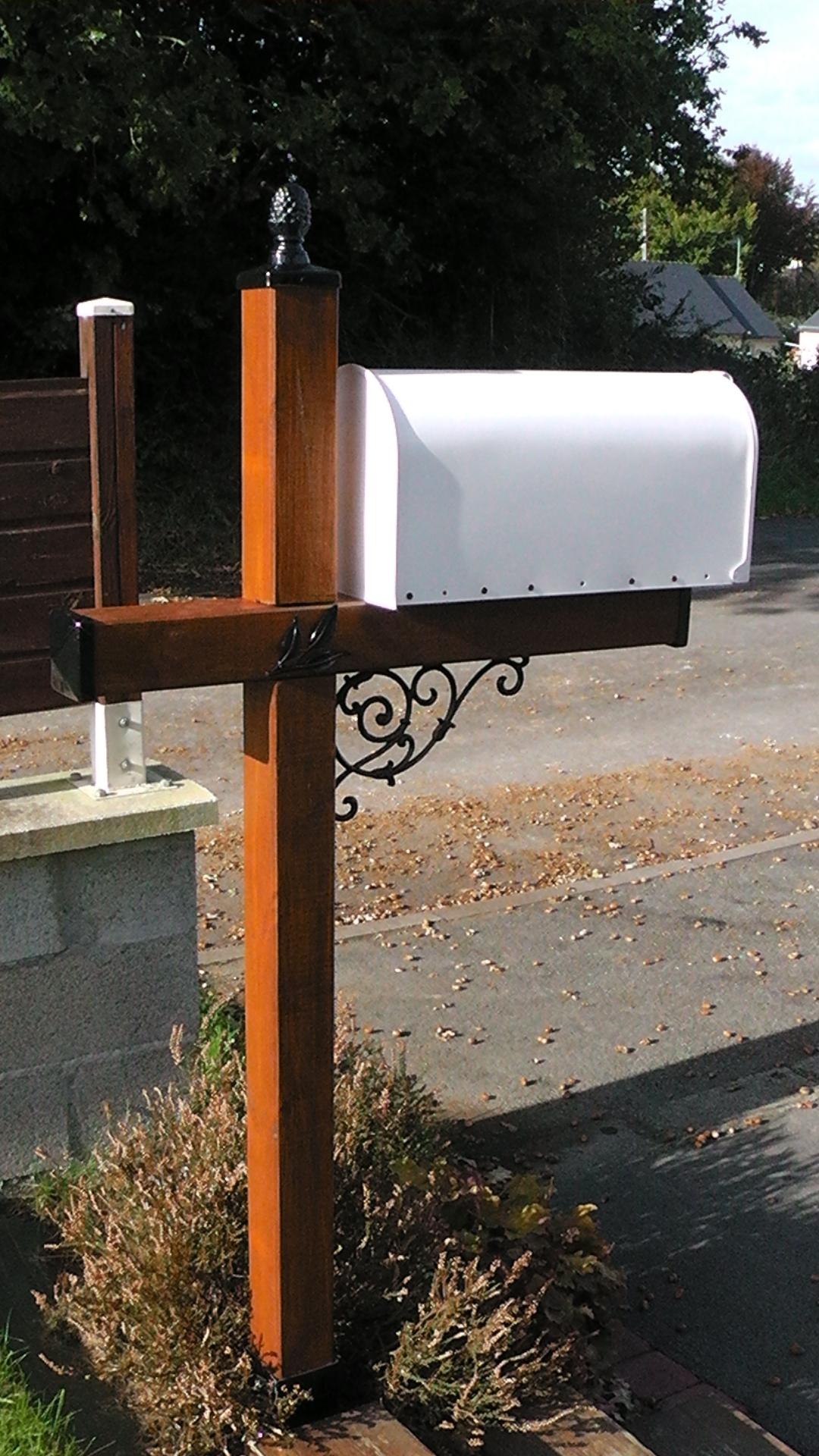 Décoration par notre client d'une boite aux lettres à partir de notre gamme de pièces détachées.