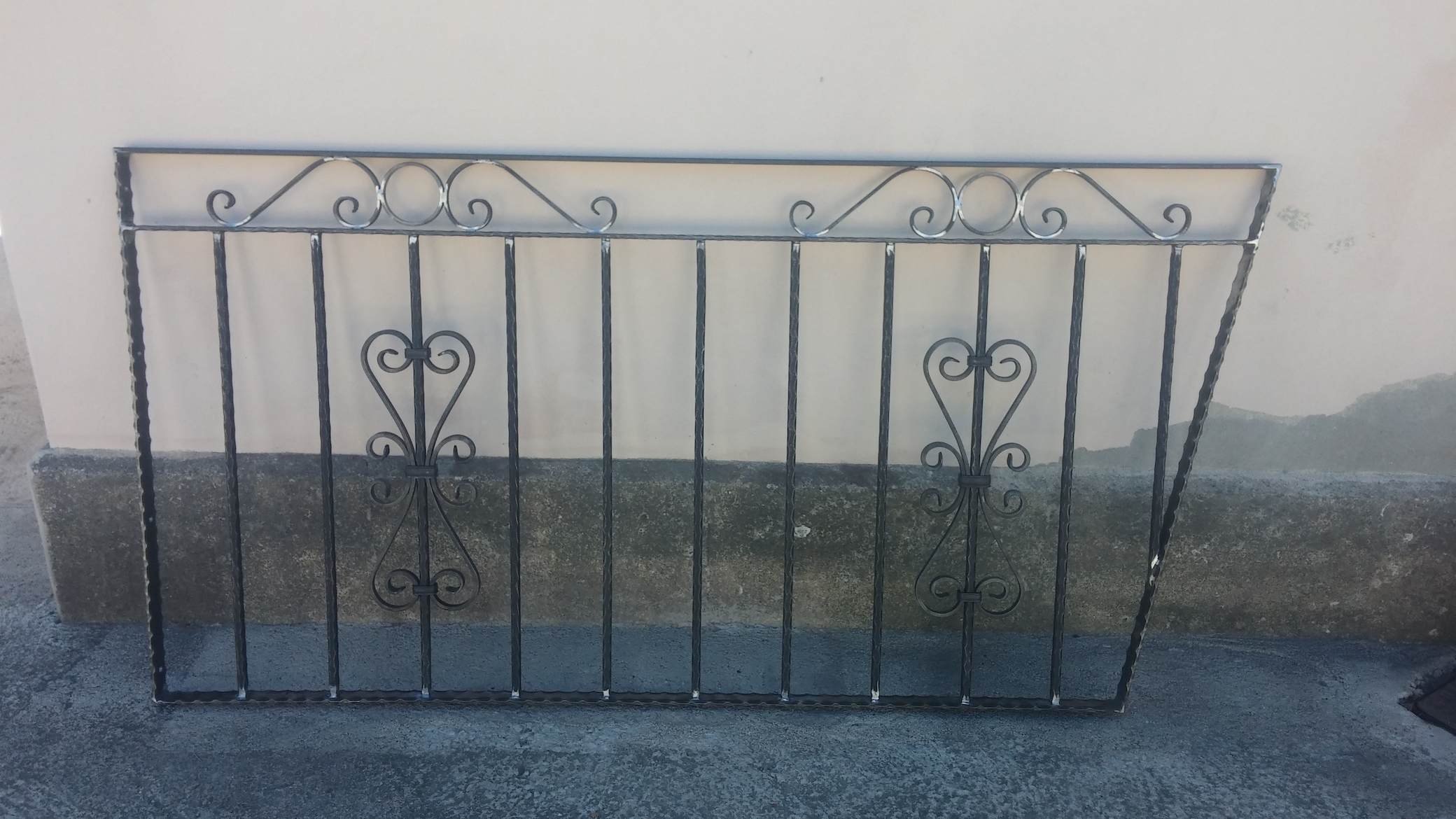 Conception et fabrication complète par notre client d'un garde corps fer forgé -  Réalisation à  partir de notre gamme de pièces détachées - Localisation Provence