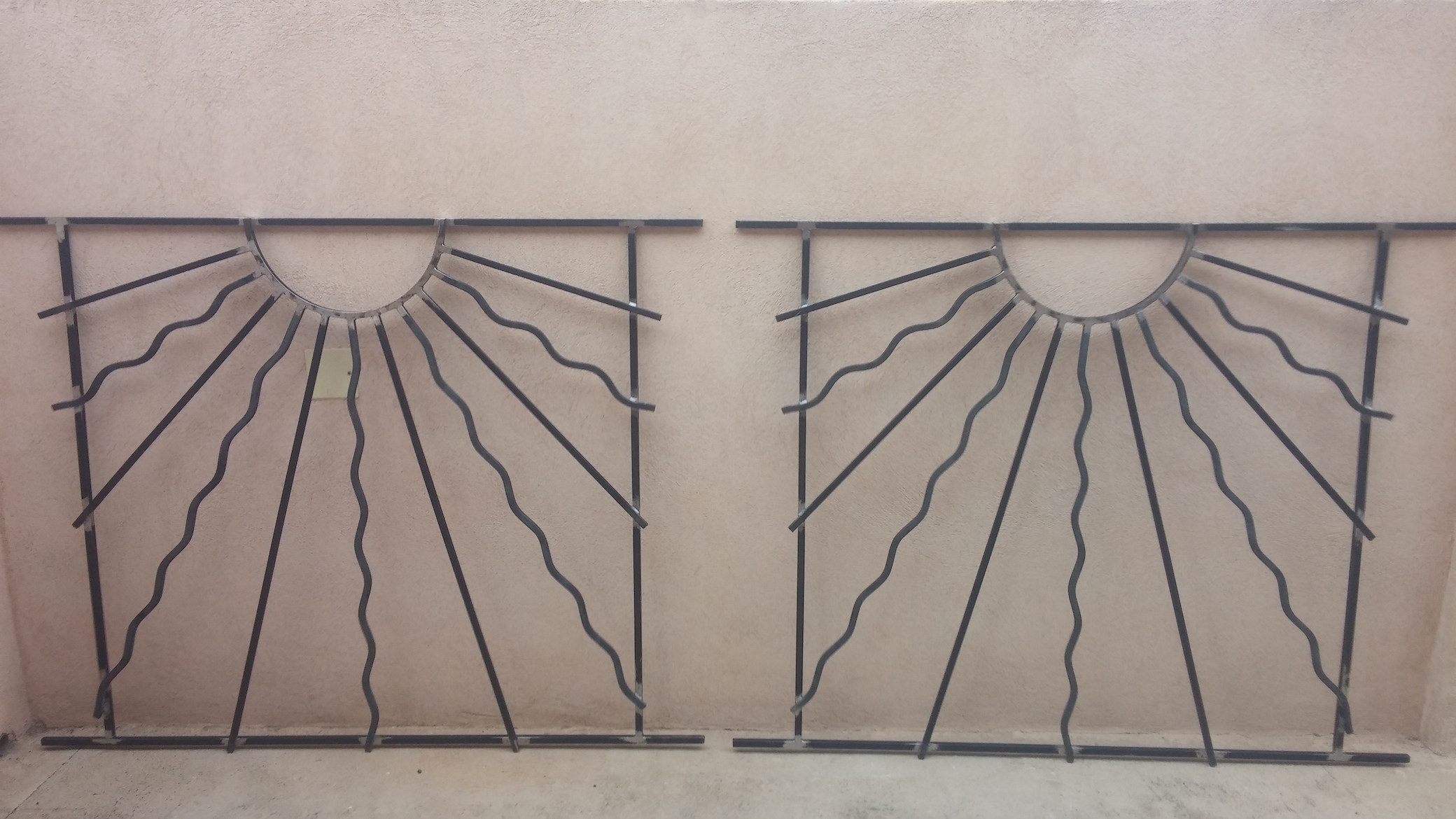 Conception et fabrication complète par notre client d'une série de grilles de protection fer forgé -  Réalisation à  partir de notre gamme de pièces détachées - Localisation Provence