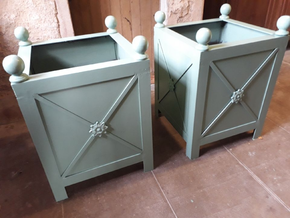 Décoration par notre client de bacs à orangers avec décors de notre gamme de pièces détachées. localisation Ile et Vilaine