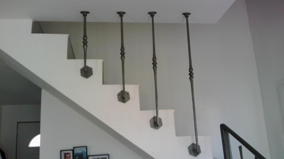 Création et fabrication complète par notre client d'une protection d'escalier en fer forgé . Réalisation à partir de notre gamme de pièces détachées. Localisation Bouches du Rhone