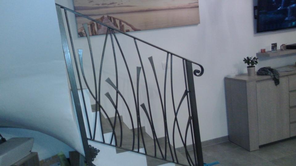 Conception et fabrication complète par notre client d'une rampe en fer forgé -  Réalisation à  partir de notre gamme de pièces détachées - Localisation Provence