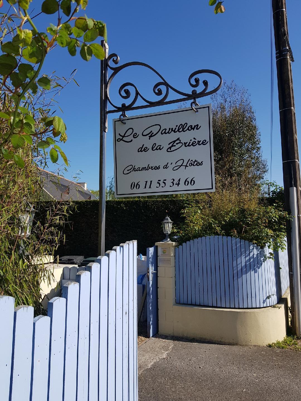Création d'une enseigne par notre client à partir de notre porte enseigne en fer forgé - Localisation Loire Atlantique