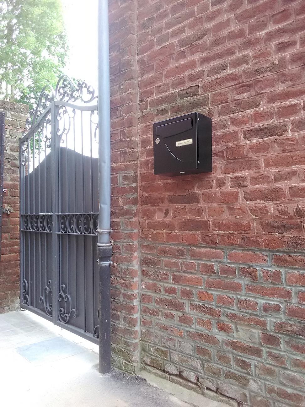 A la demande de notre client nous avons fabriqué sur mesure un portail sur mesure avec décors de notre gamme de pièces détachées  . Localisation Nord