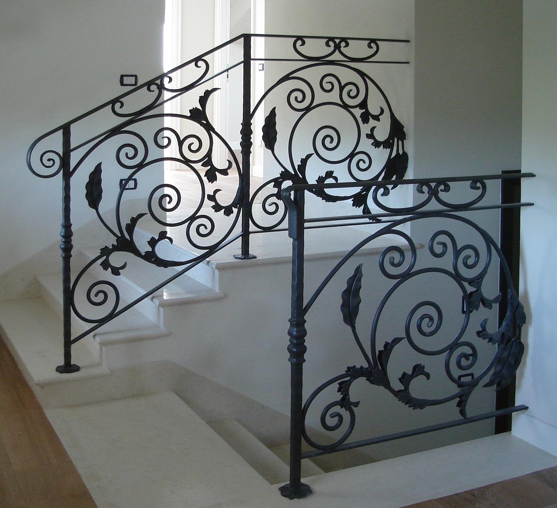 Conception et fabrication complète par client d'un garde corps de protection pour escalier en fer forgé -  Réalisation à  partir de notre gamme de pièces détachées