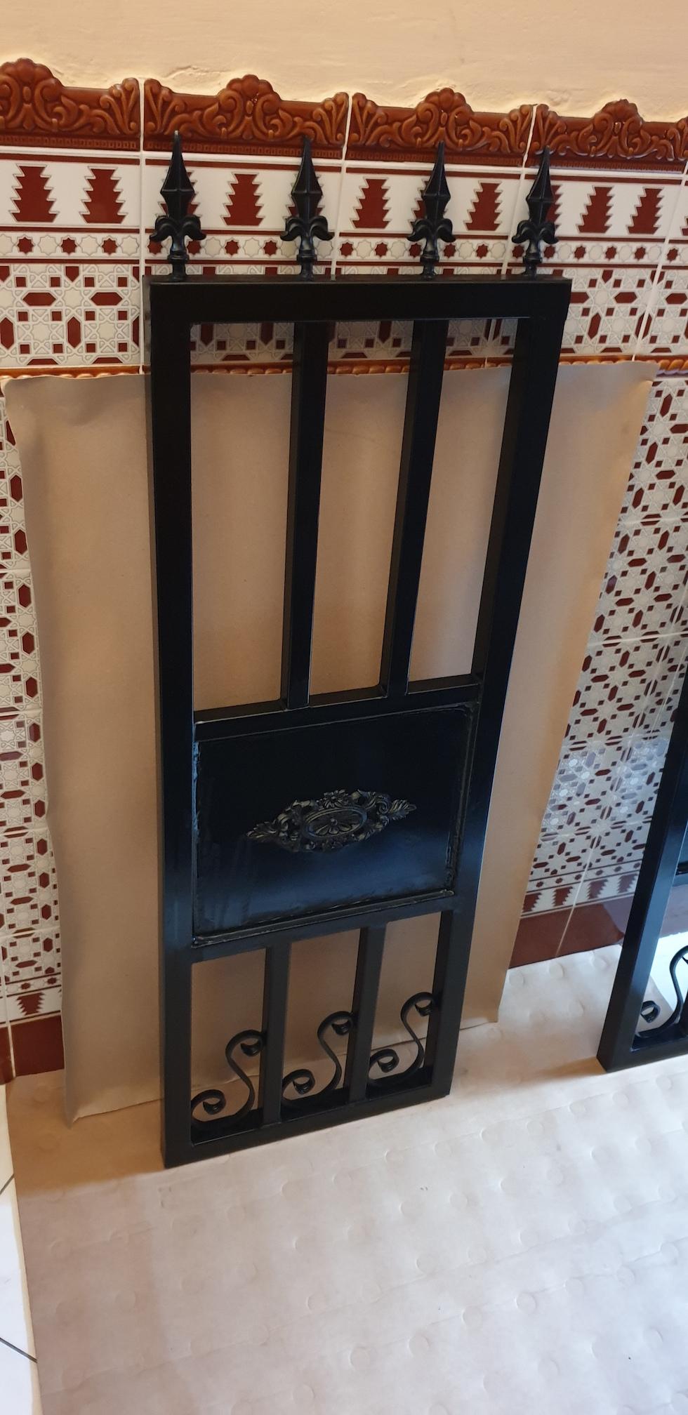 Conception et fabrication complete par client d'un portiillon  en fer forge -  Realisation a  partir de notre gamme de pieces detachees. Localisation Belgique