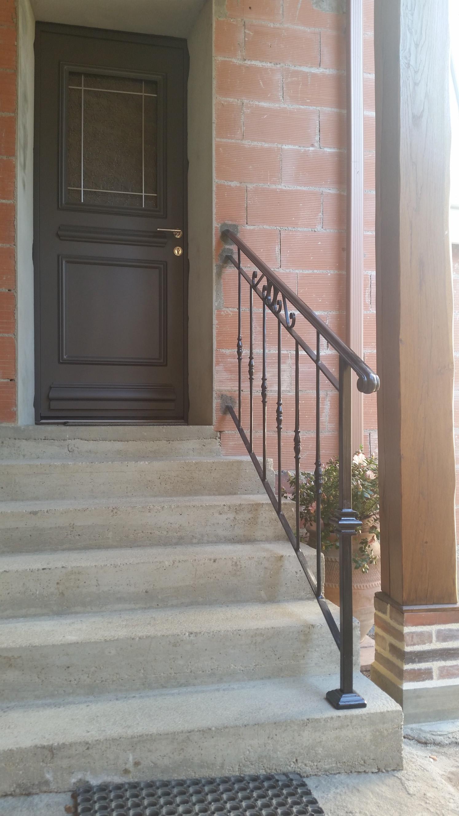 Conception et fabrication complete par notre client d'une rampe de protection escalier en fer forgé -  Réalisation a  partir de notre gamme de pieces detachees. Localisation Gers