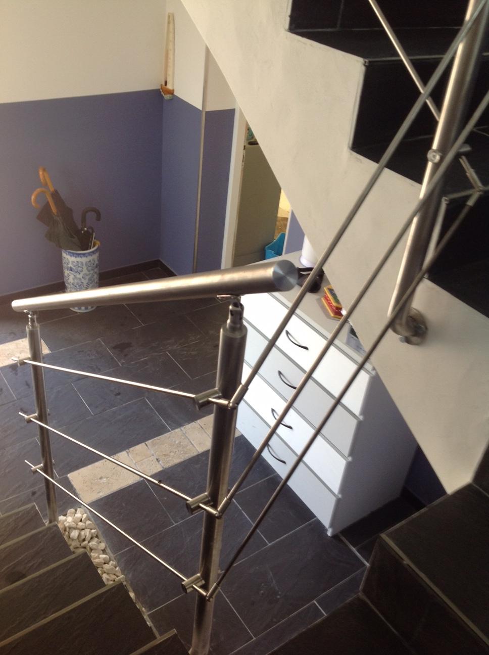 Conception et fabrication complete par notre client d'un garde corps de protection escalier en Inox  -  Réalisation a  partir de notre gamme en Inox . Localisation Gard