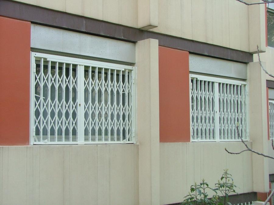 Conception fabrication et installation complete par notre partenaire local de grilles extensibles sur mesure finition thermolaqué  . Localisation Provence