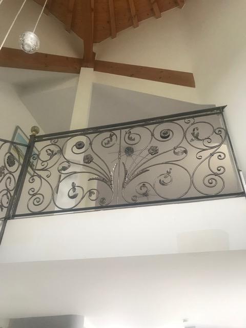 Conception et fabrication complete par notre client d'un garde corps de protection escalier en fer forgé -  Réalisation a  partir de notre gamme de pièces détachées . Localisation Haute Savoie