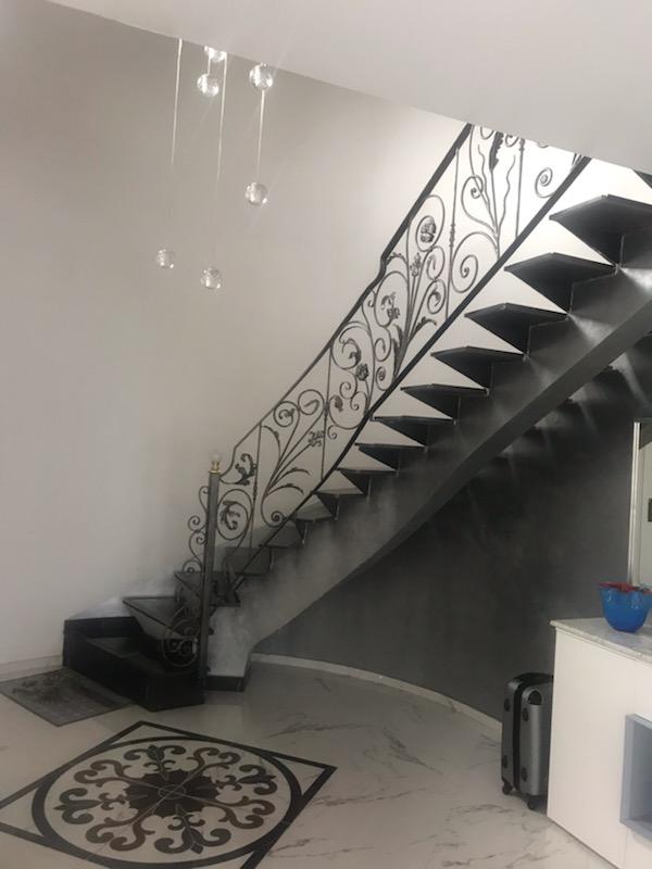 Conception et fabrication complete par notre client d'une rampe de protection escalier en fer forgé -  Réalisation a  partir de notre gamme de pièces détachées . Localisation Haute Savoie