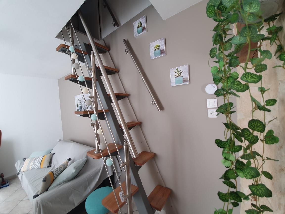 Conception et fabrication complète par notre client d'une rampe d'escalier en Inox -  Réalisation a  partir de notre gamme de pièces détachées . Localisation Yonne