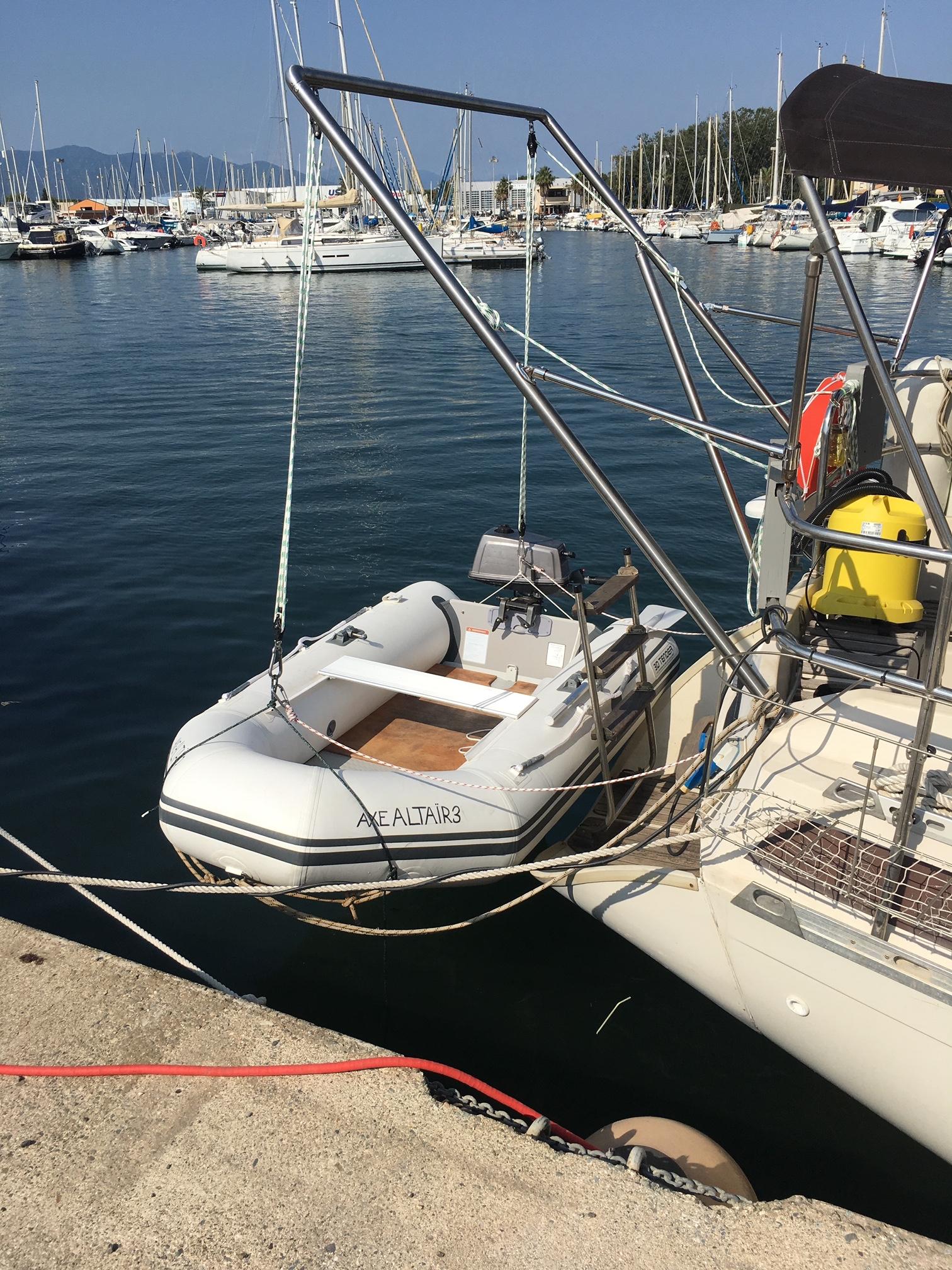 Conception et fabrication par notre client d'un support pour bateau en inox à partir de notre gamme de pièces détachées rubrique inox . Localisation Var