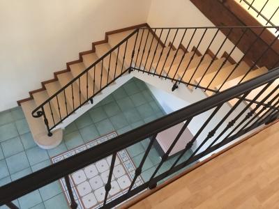 Conception et fabrication complète par notre client d'un Garde corps et d'une rampe fer forgé pour protection escalier -  Réalisation à  partir de notre gamme de pièces détachées  . Localisation Vienne