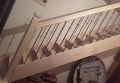 Conception et fabrication complète par notre client d'un Garde corps fer forgé et bois pour protection escalier -  Réalisation à  partir de notre gamme de pièces détachées  . Localisation Normandie