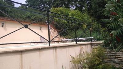 Conception et fabrication complète par notre client d'un garde corps de protection terrasse en fer forgé -  Réalisation à  partir de notre gamme de pièces détachées - Localisation Haute Saone
