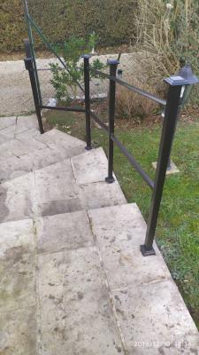 Conception et fabrication complète par notre client d'une rampe de protection d'escalier en fer forgé -  Réalisation a  partir de notre gamme de pièces détachées . Localisation Eure et Loire