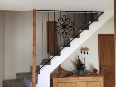Conception et fabrication complete par notre client d'une rampe de protection d'escalier en fer forgé -  Réalisation a  partir de notre gamme de pièces détachées . Localisation Pas de calais