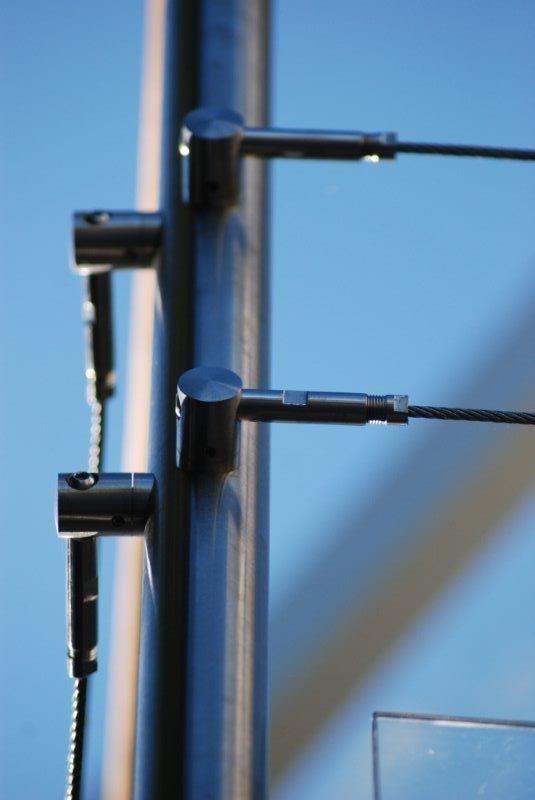 Poteau d'angle version cables
