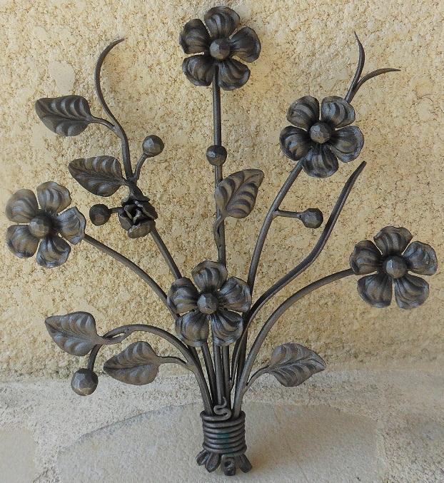 Bouquet de fleurs en fer 495x380