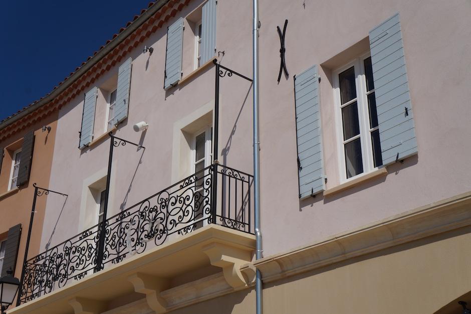 Aperçu des facades au village des marques de miramas